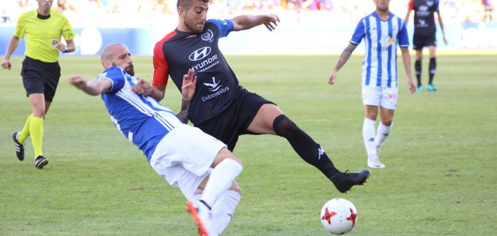Los fallos defensivos condenan al Extremadura