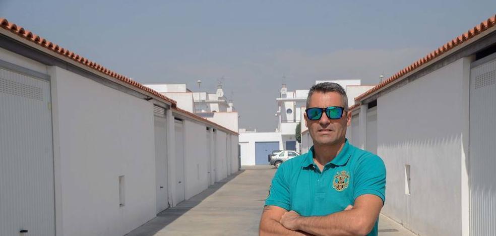 Un vecino de Gévora reclama a la Inmobiliaria Municipal que le pongan luces en la calle trasera