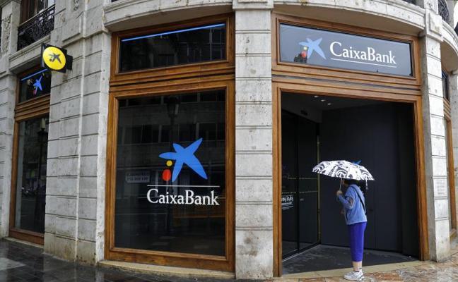 CaixaBank y Sabadell sacarán también de Cataluña la sede fiscal