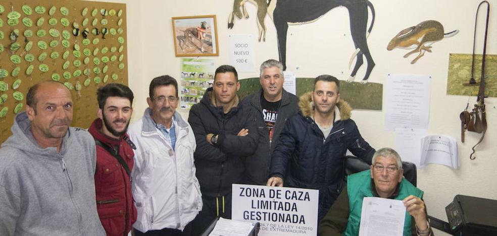 Los galgueros no podrán iniciar la temporada de caza mañana en Badajoz