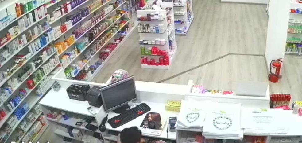El hijo que ayuda a su padre a robar