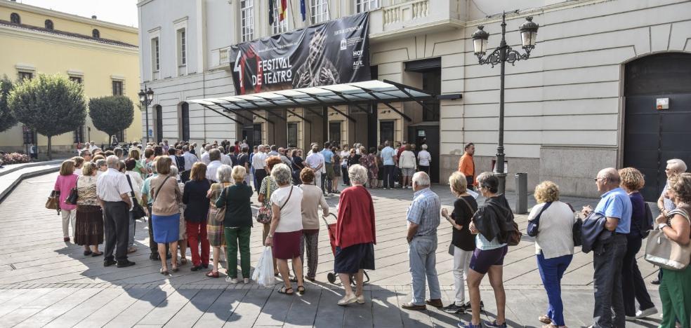 Colas para el Festival de Teatro de Badajoz