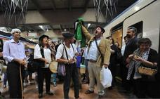 Milana Bonita cambia el himno de Extremadura para pedir un tren digno