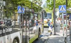 Dos heridos graves en el choque entre un autobús urbano y una moto en Badajoz