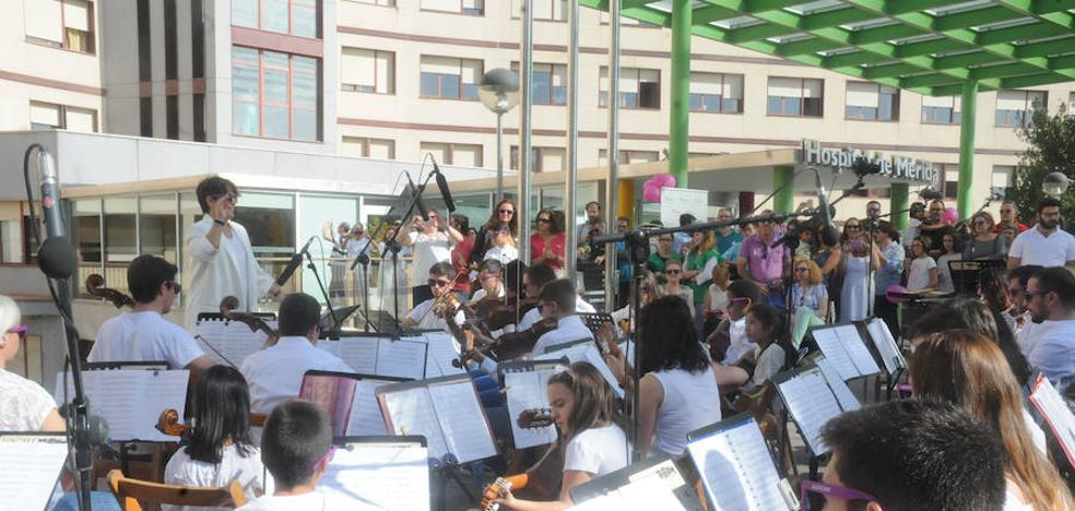 La música se convierte en la banda sonora del hospital de Mérida