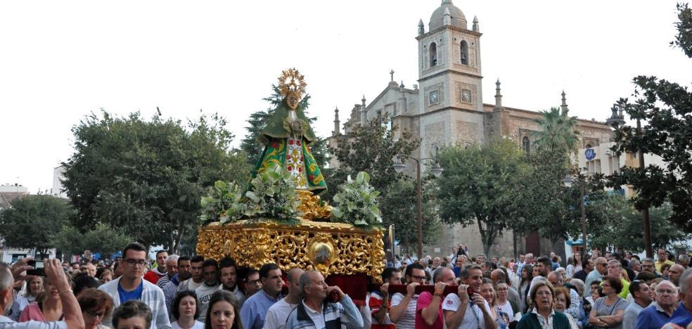 Las fiestas de La Velá terminan con el regreso de la Virgen de las Cruces a su ermita