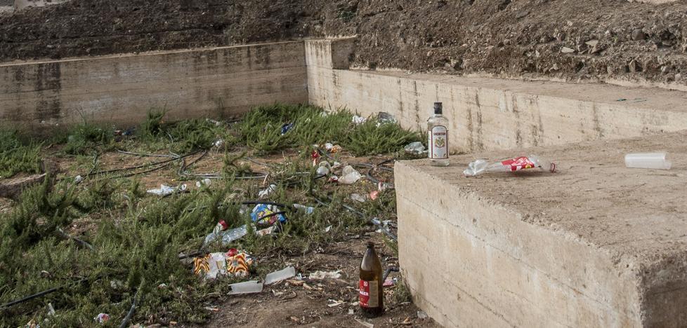 Interpuestas un centenar de denuncias por realizar botellón en el entorno de la Alcazaba