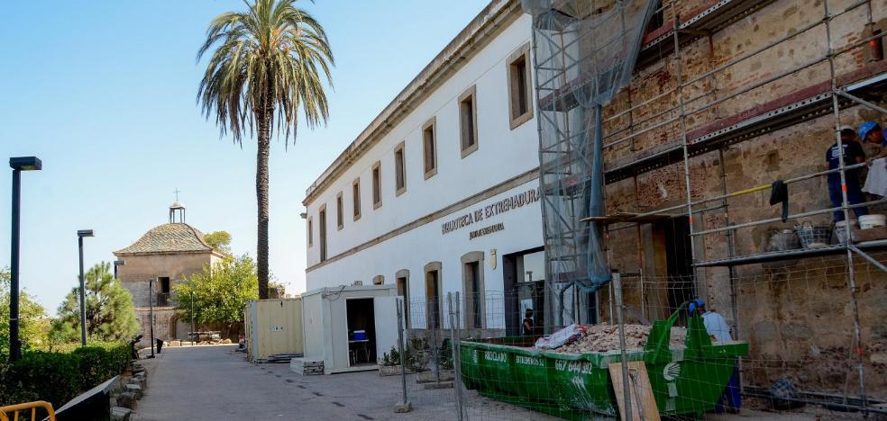 El aparcamiento en la Alcazaba será restringido en el entorno de la facultad