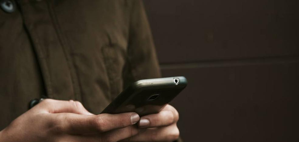 Apalea a un hombre que no quiso comprarle un móvil que le vendía por 20 euros