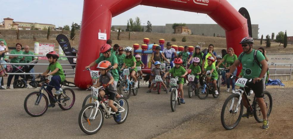 Marcha cicloturista por la lucha contra el cáncer en Mérida