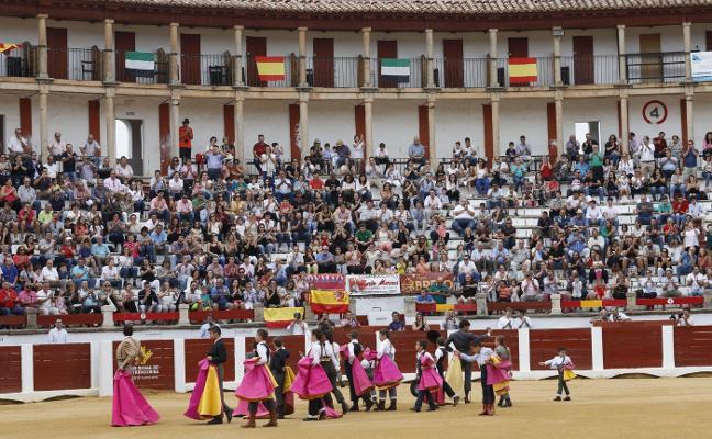 Alrededor 2.000 espectadores reúne el tentadero de la Escuela Taurina de Cáceres