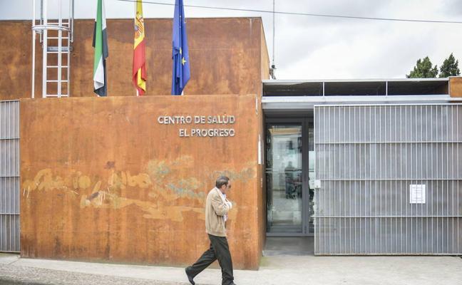 Impulsan un proyecto en Badajoz en el que voluntarios acompañan a mayores que viven solos