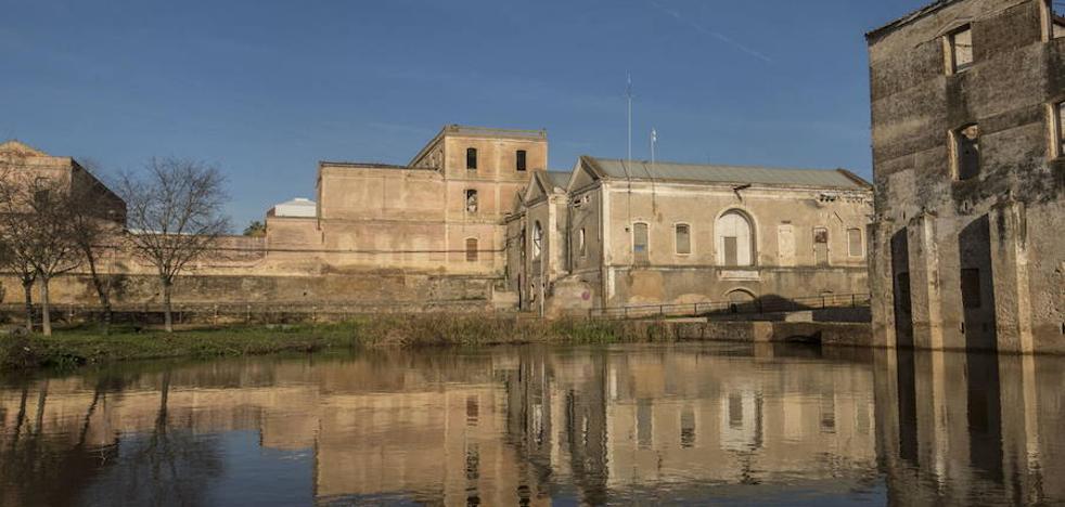 Rescatan a un joven del canal del Molino de los Moscoso de Badajoz que se había tirado a por su perro