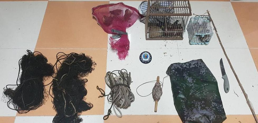 Un hombre denunciado en Badajoz por capturar pájaros y venderlos ilegalmente