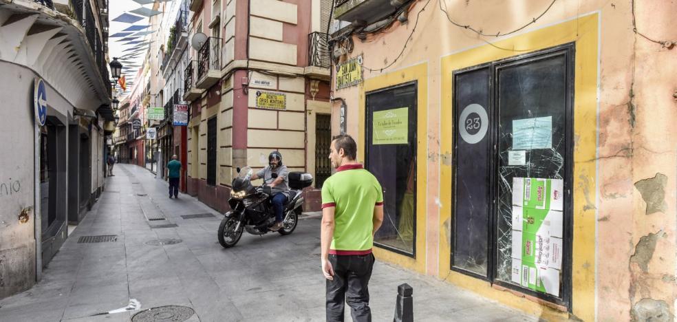 Una limpiadora encuentra el botín de un robo de una tienda de la calle San Juan