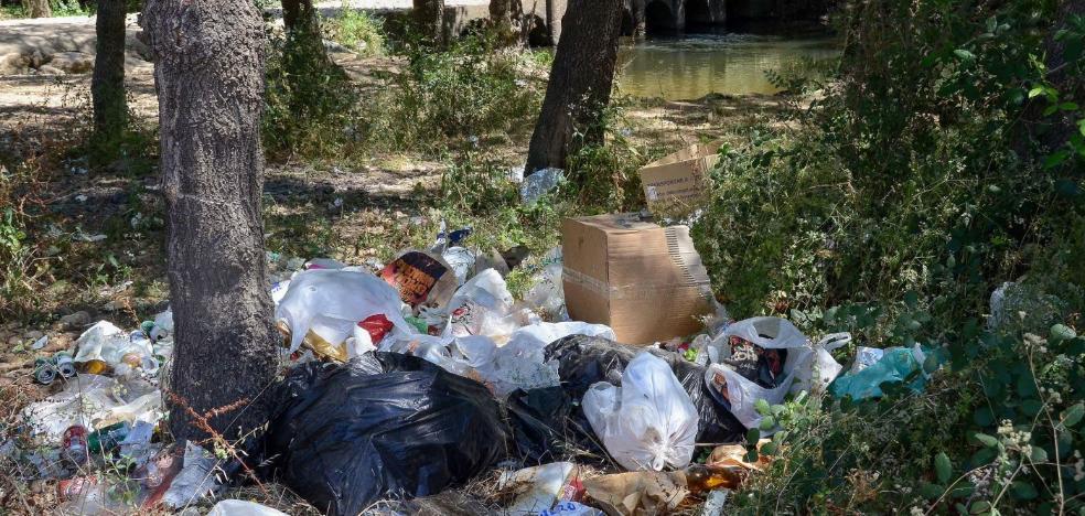 Confederación limpia los merenderos existentes en las orillas del río Gévora