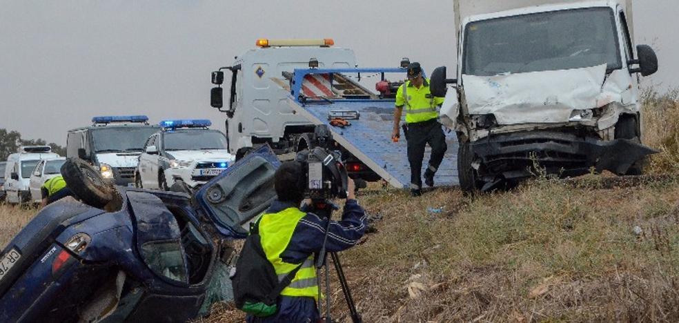 Tres fallecidos, entre ellos un niño, en un choque entre dos vehículos a la altura de Novelda