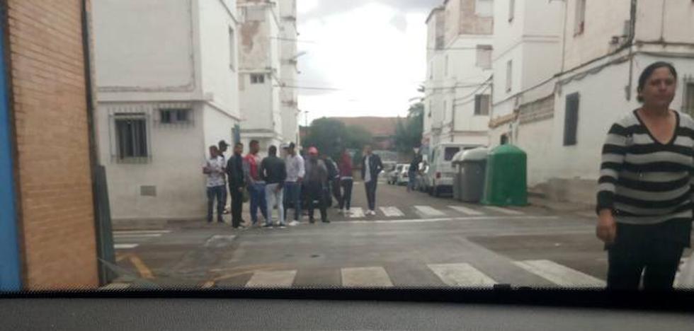 Tres patrullas de la Policía Nacional refuerzan la vigilancia en Almendralejo por los miles de temporeros