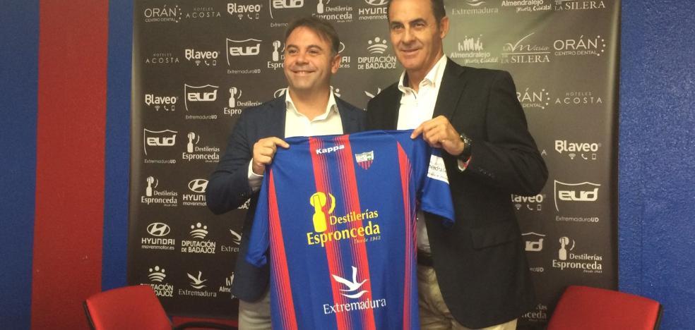 Manolo Ruiz quiere un Extremadura intenso