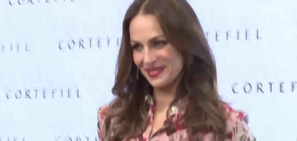 Eva González luce embarazo en presentación de la campaña de Cortefiel
