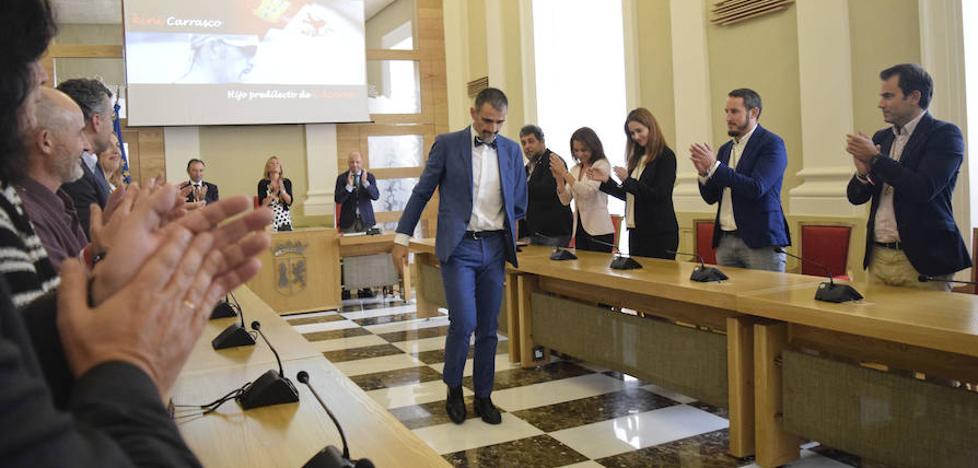 «Kini es un ejemplo de superación», afirma la alcaldesa de Cáceres