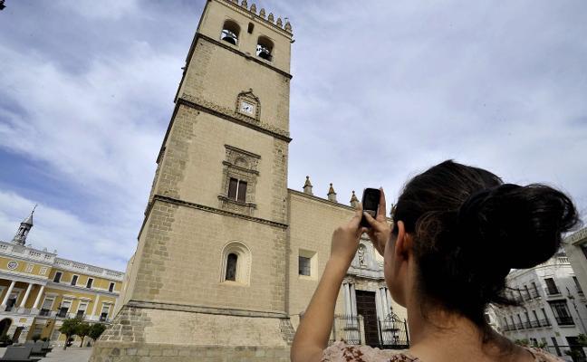 Repique de campanas y visitas a la Catedral