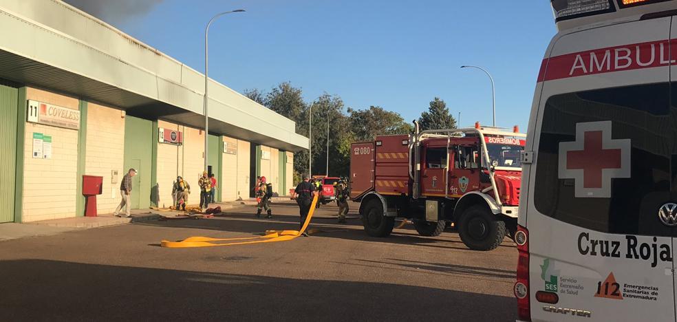Arden las instalaciones de una empresa de catering de Badajoz