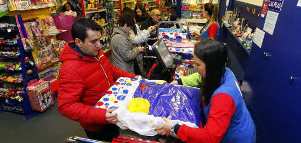 Se buscan dependientes, camareros, transportistas... para la campaña de Navidad