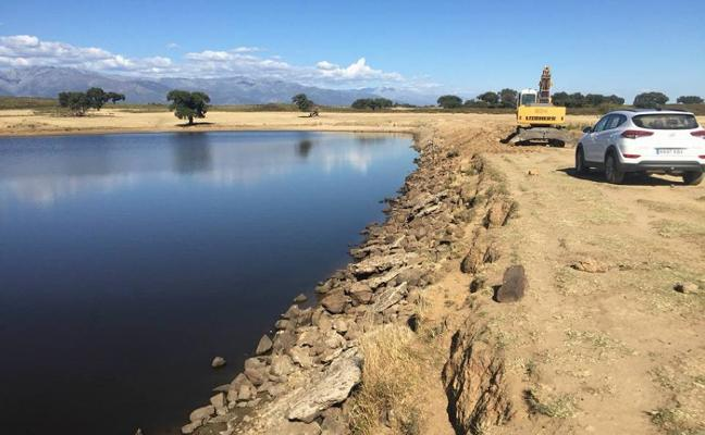 Ayuda de Medio Ambiente para arreglar las charcas de la dehesa