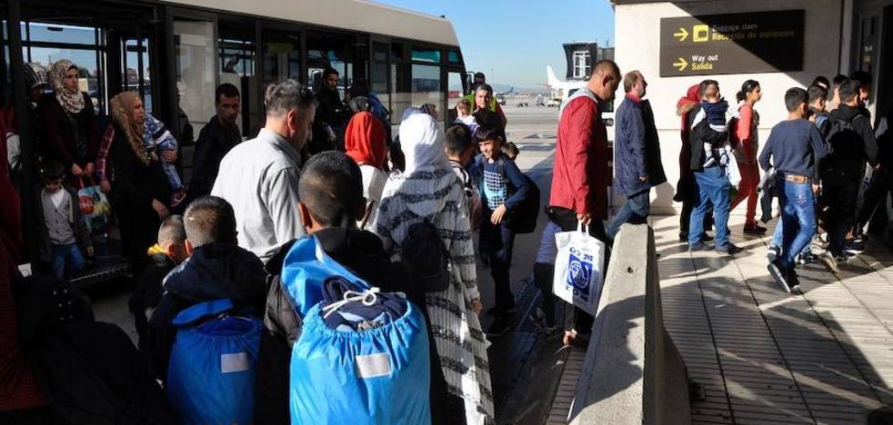 Llegan a España 194 refugiados procedentes de Turquía, de los que siete serán acogidos en Badajoz