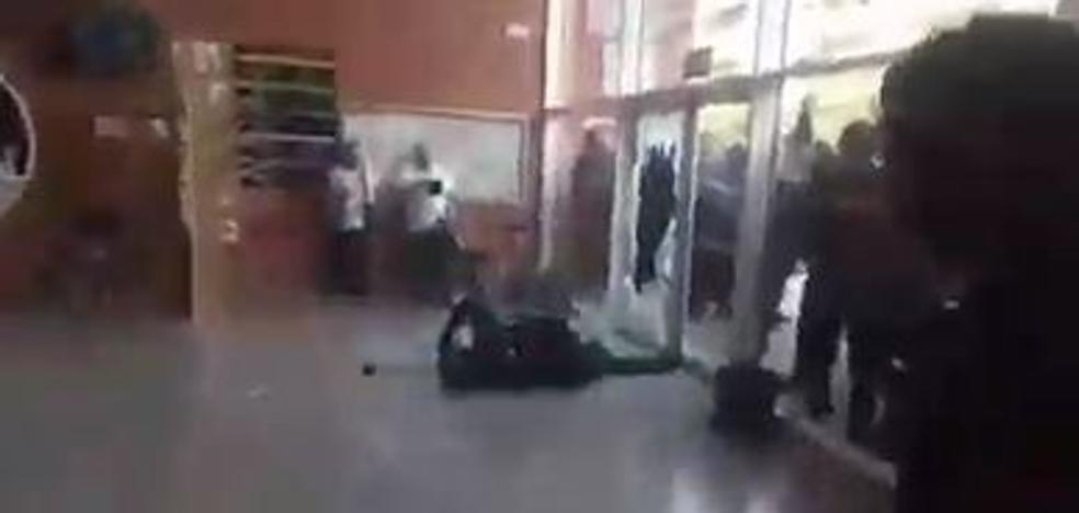 Detenida la persona que dejó k.o. a un guardia civil de un sillazo el 1-O