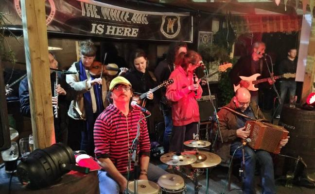 Primera jornada del Festiva Irish Fleadh en la plaza de Santa María