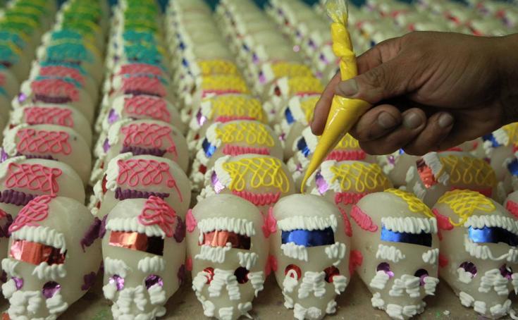 Calaveritas de azúcar, tradición mexicana que resiste con las generaciones