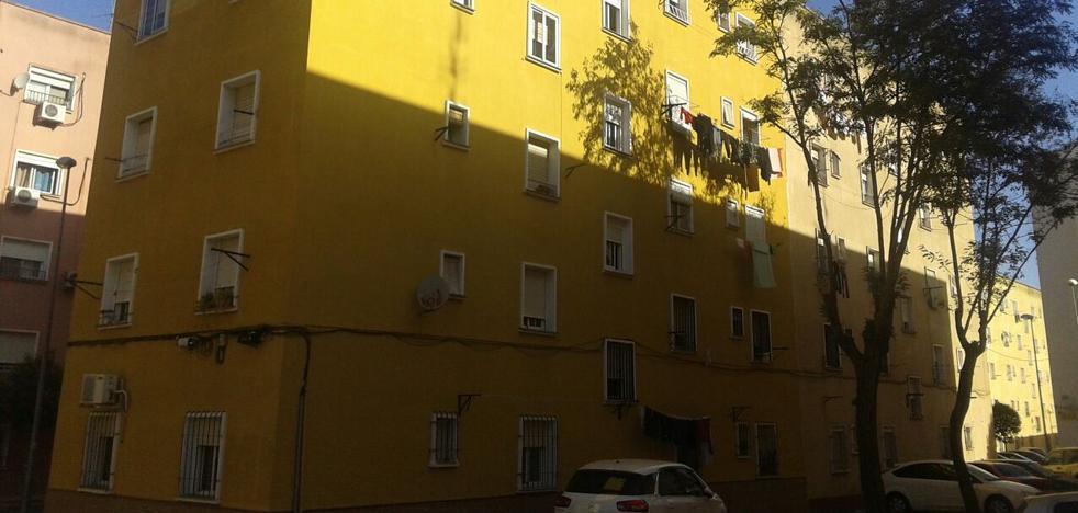 Un niño de 22 meses está muy grave al caer desde un tercer piso en Badajoz