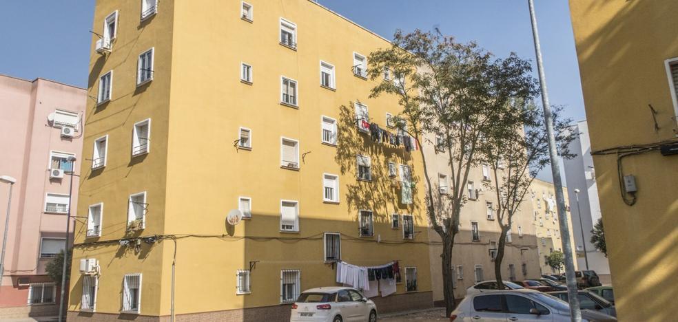 En libertad con cargos el padre del niño que cayó por la ventana de un tercer piso en Badajoz