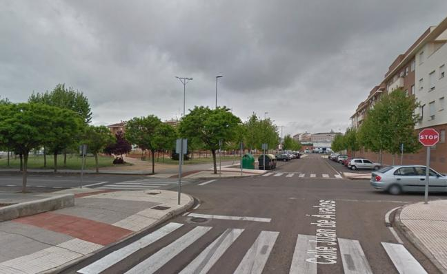 Un ciclista de 44 años resulta herido en la colisión con un turismo en Badajoz