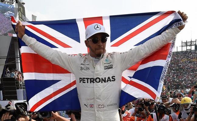 Hamilton, campeón con susto