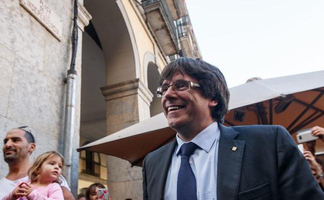 Puigdemont ignora su cese y llama a la resistencia