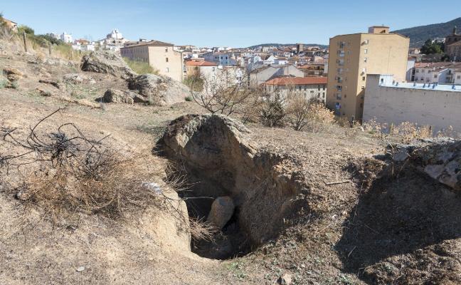 El abandono vuelve a castigar al único cementerio judío documentado de la región