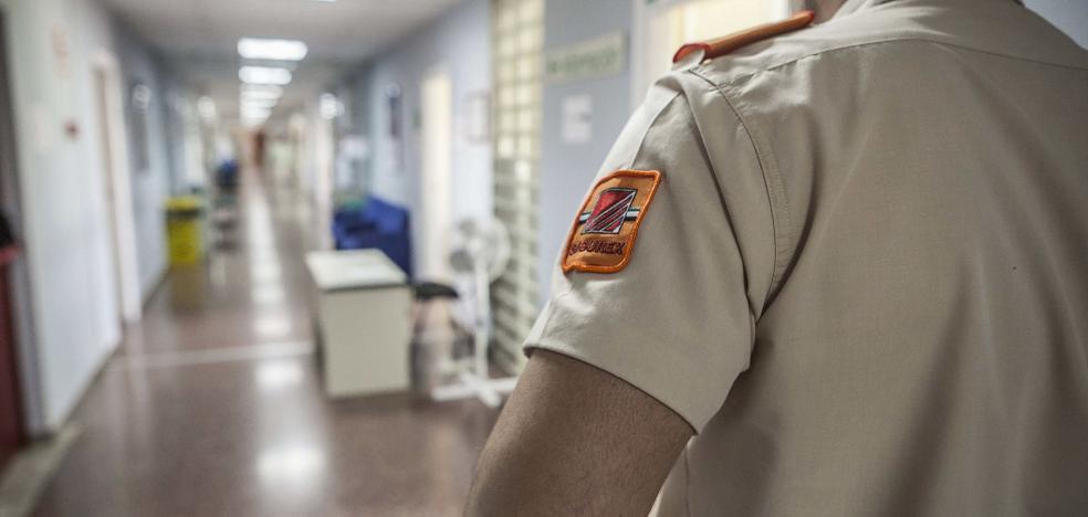 Un vigilante velará por la seguridad a diario en la cuarta planta del Múltiples