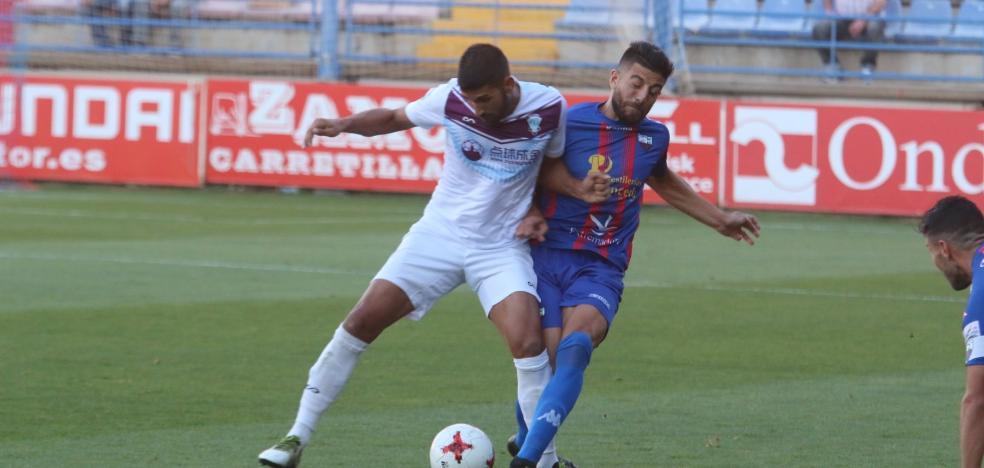 Manolo Ruiz prepara cambios para el partido ante el Melilla