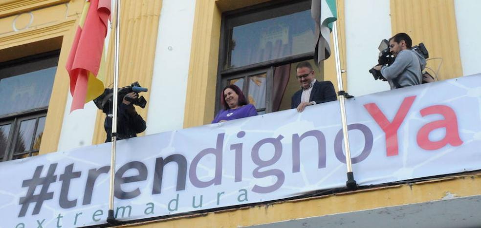 «Ahora se hacen mayores inversiones en infraestructuras y Vara lo reconoce», dice el ministro de Fomento