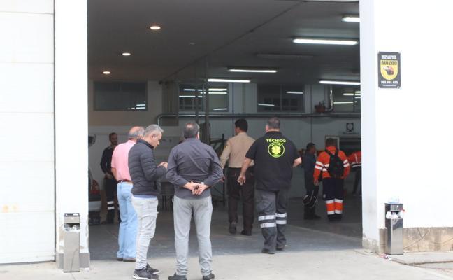 El traspaso de las ambulancias deja sin transporte a decenas de pacientes