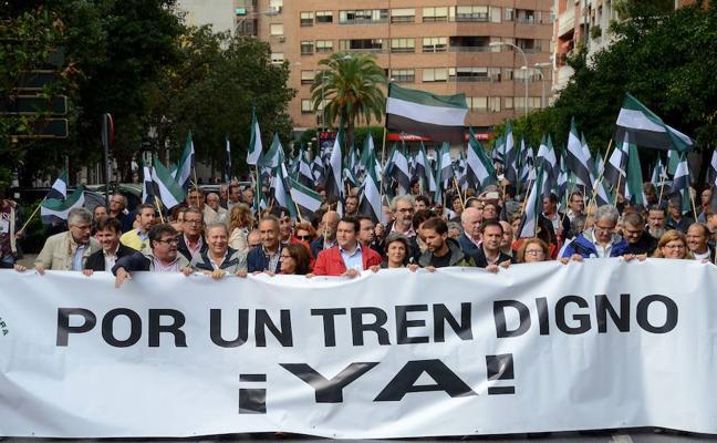 Los extremeños del País Vasco se suman a la manifestación por un tren digno
