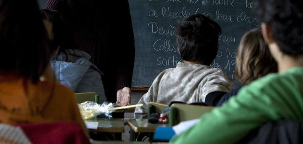 Los profesores investigados niegan haber dado consignas políticas sobre el 1-O a sus alumnos