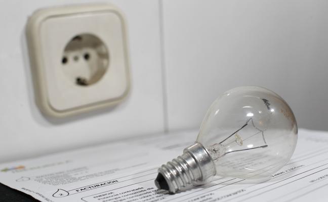 La factura de la luz ha subido un 12% hasta octubre en relación a 2016