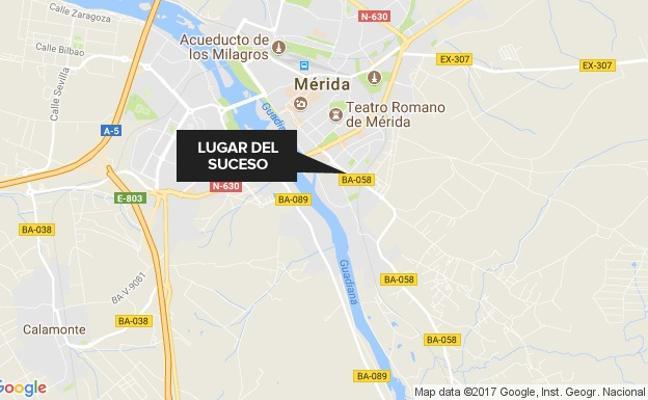 Herido al caer desde una máquina retroexcavadora en Mérida