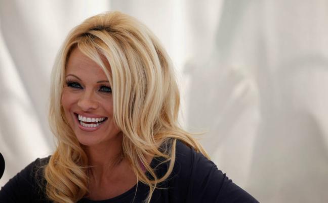 Pamela Anderson, criticada tras posicionarse a favor de la independencia en Cataluña