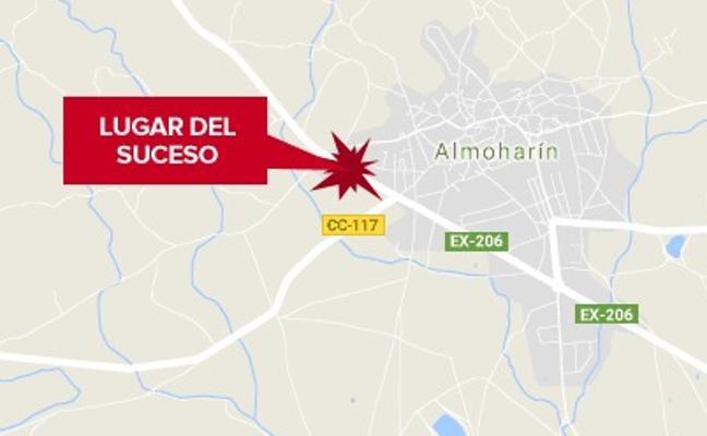 Herido grave un hombre de 72 años al salirse de la vía con su coche en Almoharín