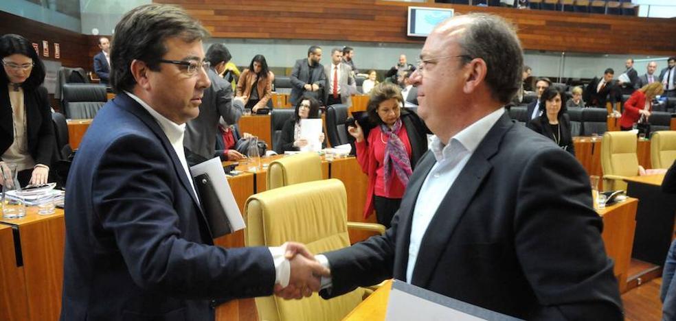 Monago ve «muy difícil» negociar los presupuestos sobre los 'powerpoint' enviados por la Junta